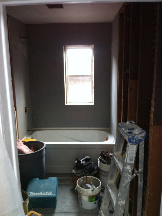Hello fresh new bathtub and waterproofed drywall!