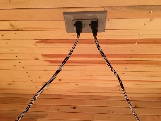 ceiling light plug